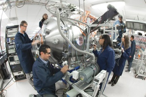 The CFT team lead by Thomas McGurie (left) focusing on the plasma containment following successful magnetized ion confinement